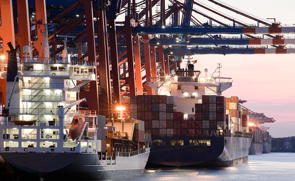 Loading cargo on ships